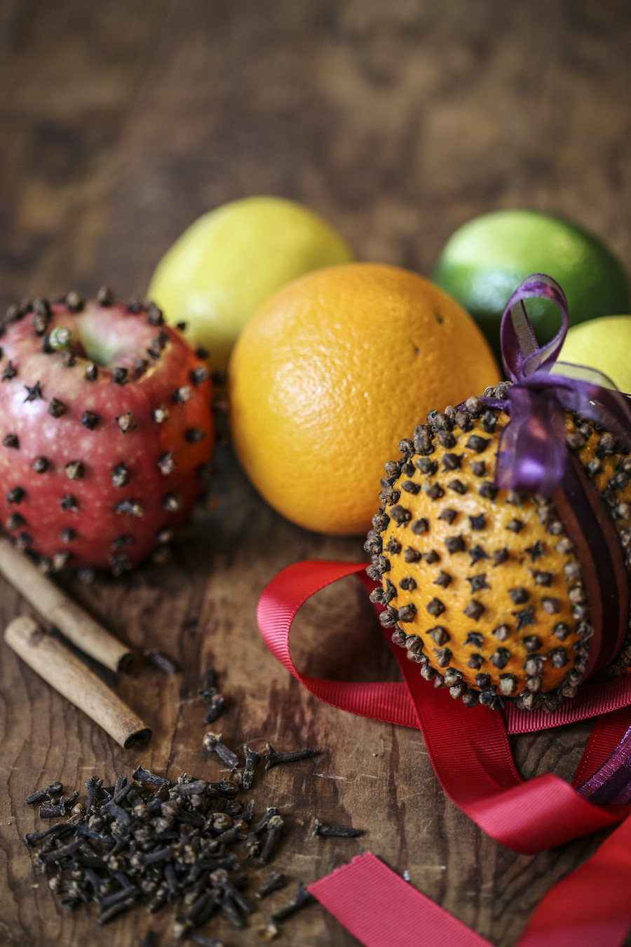 Clove Pomanders: An Old Fashioned Holiday Favorite | Herbal Academy | Celebrate the season and decorate your home naturally with homemade clove pomanders.
