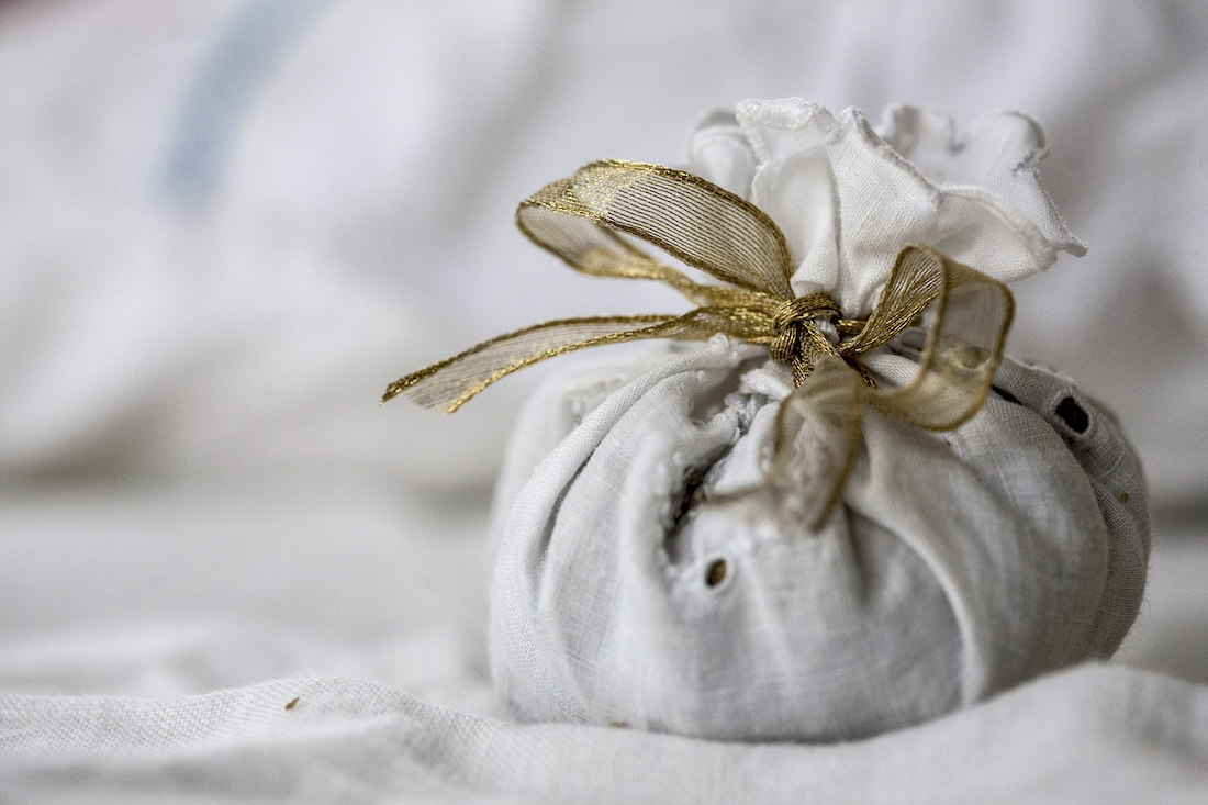 Lavender Sachets and Dream Pillows | Herbal Academy | Discover how to craft your own lavender sachets and dream pillows, and share the pleasure of lavender with others this holiday season!