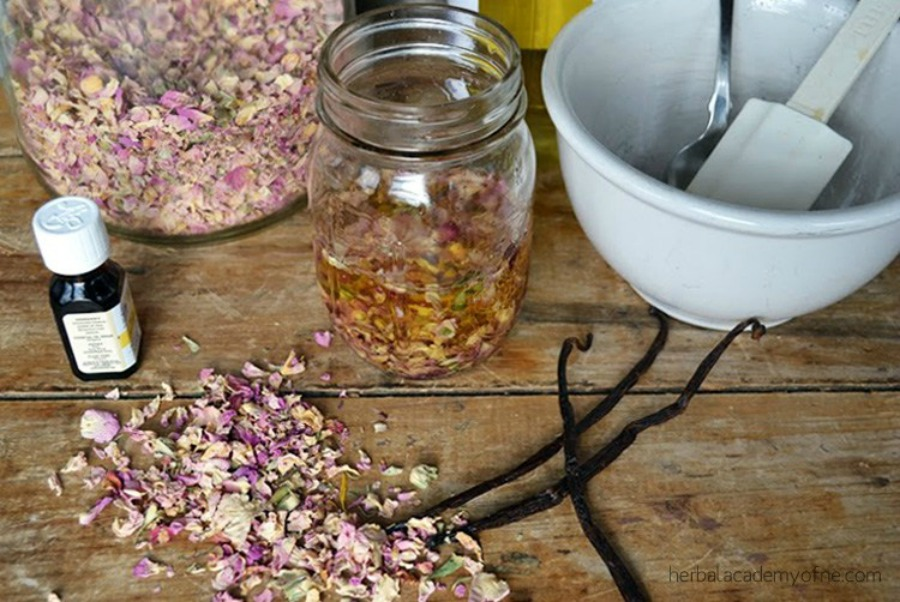 11 DIY Herbal Wedding Favors To Gift To Guests | Herbal Academy | Looking for the perfect favors for your wedding? Try your hand at one of these DIY herbal wedding favors for your guests.