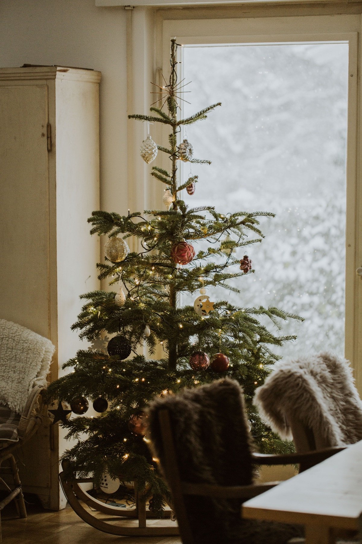 5 Ways to Make Your Home Smell Good for the Holidays | Herbal Academy | Make your home smell good this holiday season without having a negative impact on your health. Here are 5 safe and natural ideas to get you started!