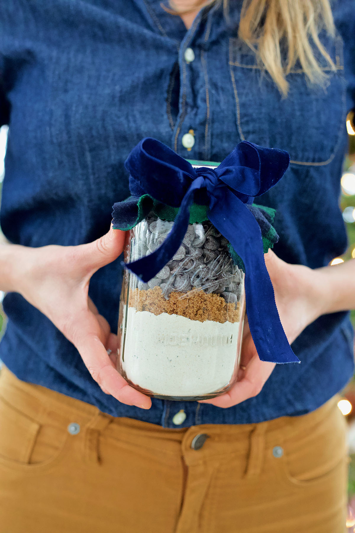 4 DIY Edible Herbal Gifts To Make At The Last Minute | Herbal Academy | For last-minute gift making, create edible herbal gifts such as delicious salts and sugars and yummy treats like electuaries and herbal cookies-in-a-jar.