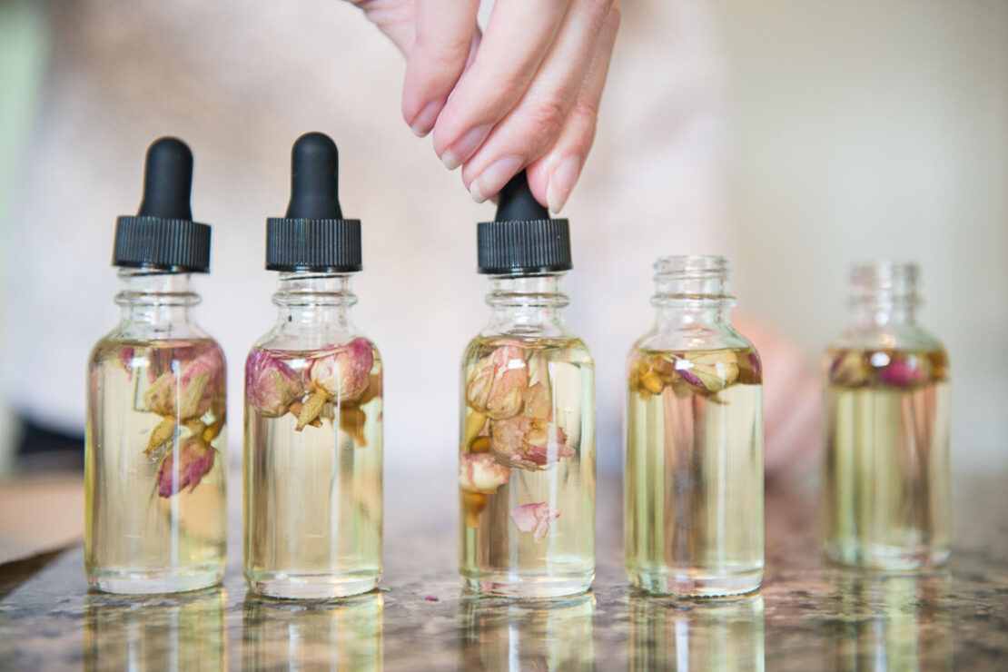 Student Feature Series: Chelsea Stephens @wildflowerandtherose | Herbal Academy | For the eighth installment of our Student Feature Series, we spoke with herbal hair color specialist Chelsea Stephens.