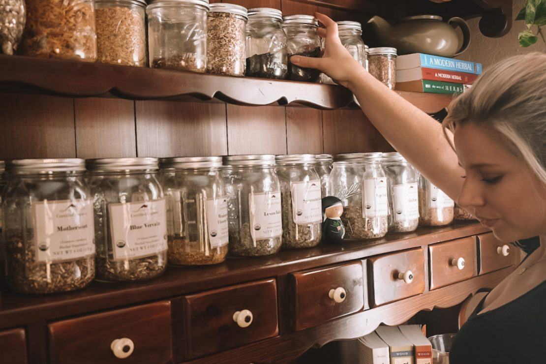 Student Feature: Caitlin @TheLocustsandHoney | Herbal Academy | For the ninth installment of our Student Feature Series, we spoke with herbalist and blogger Caitlin Frazier, who writes at Locusts & Honey.