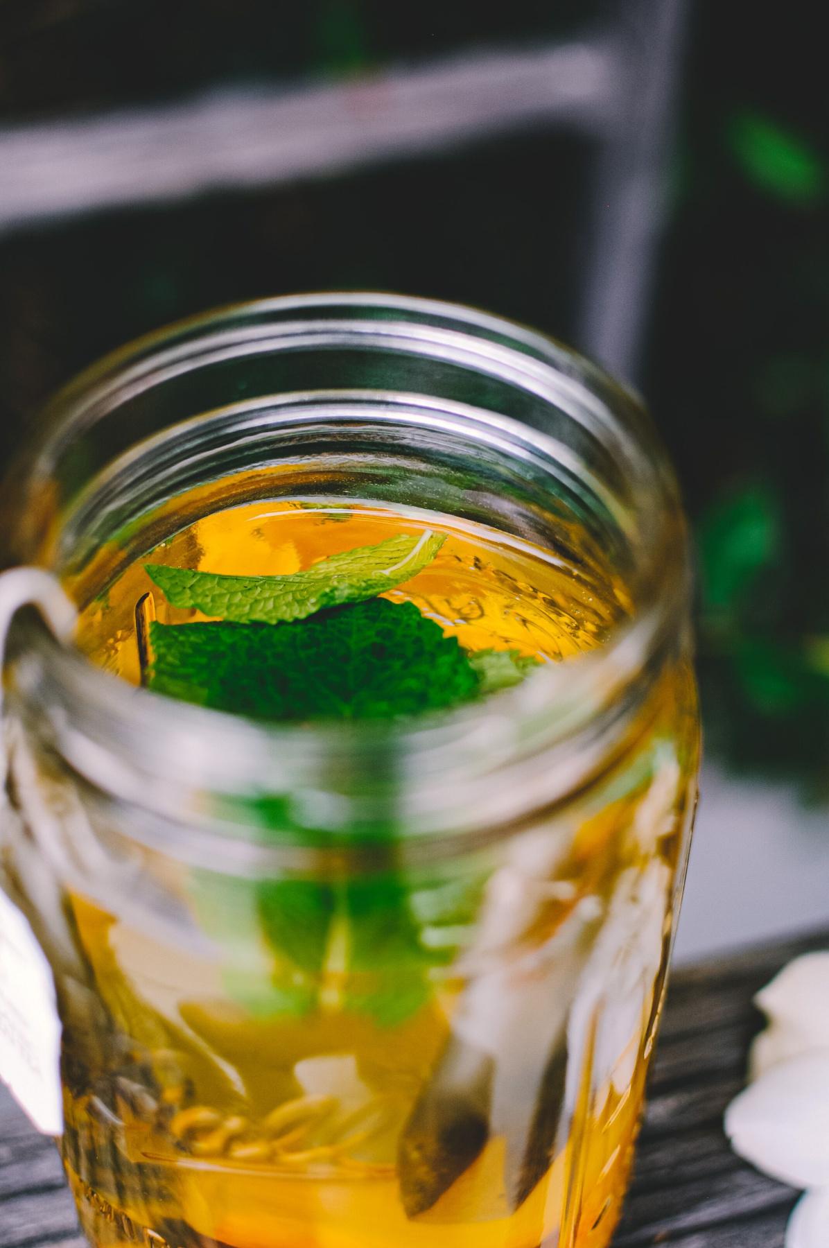 close up of peppy peach tea in a jar