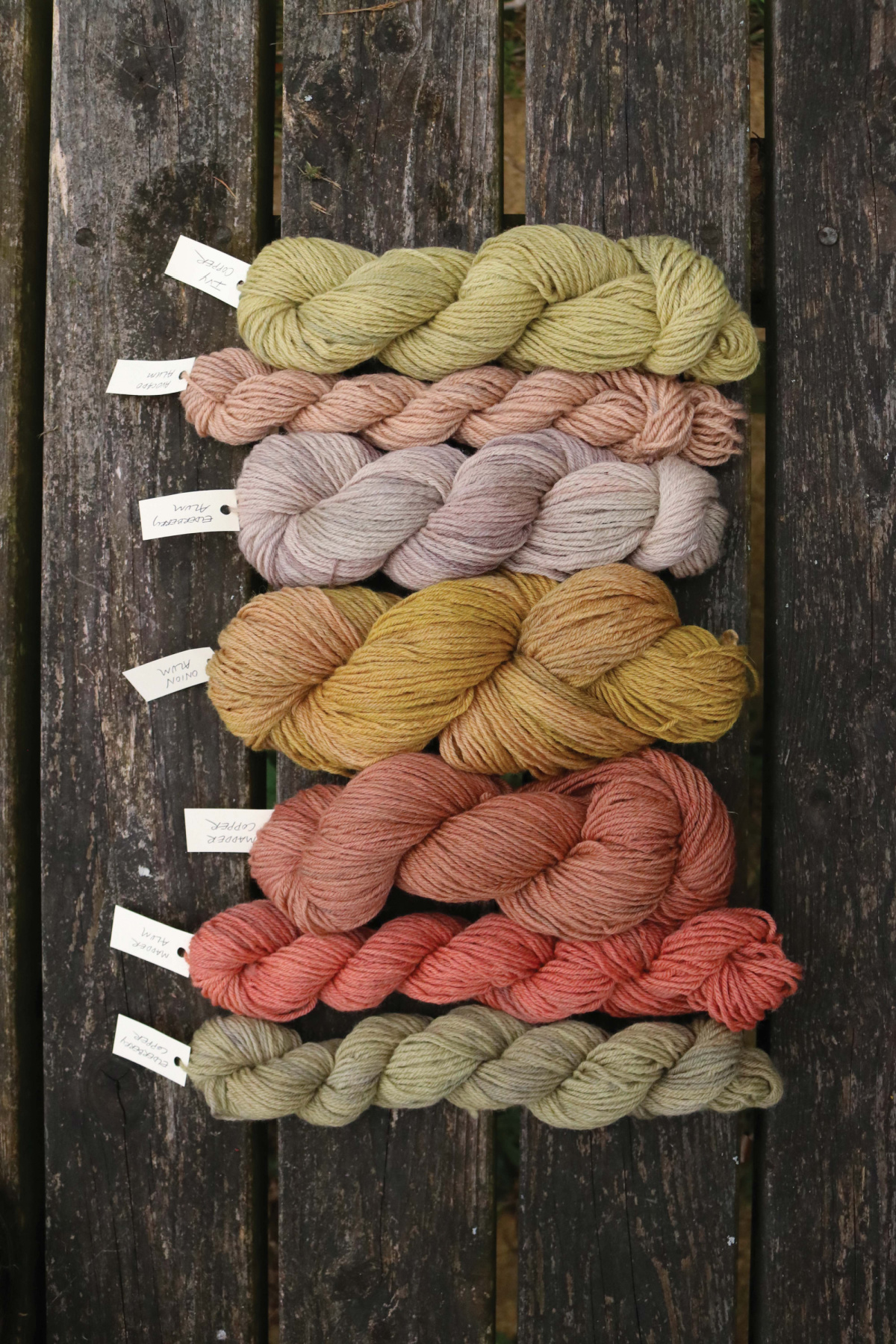 different colors of fabric using natural dyes
