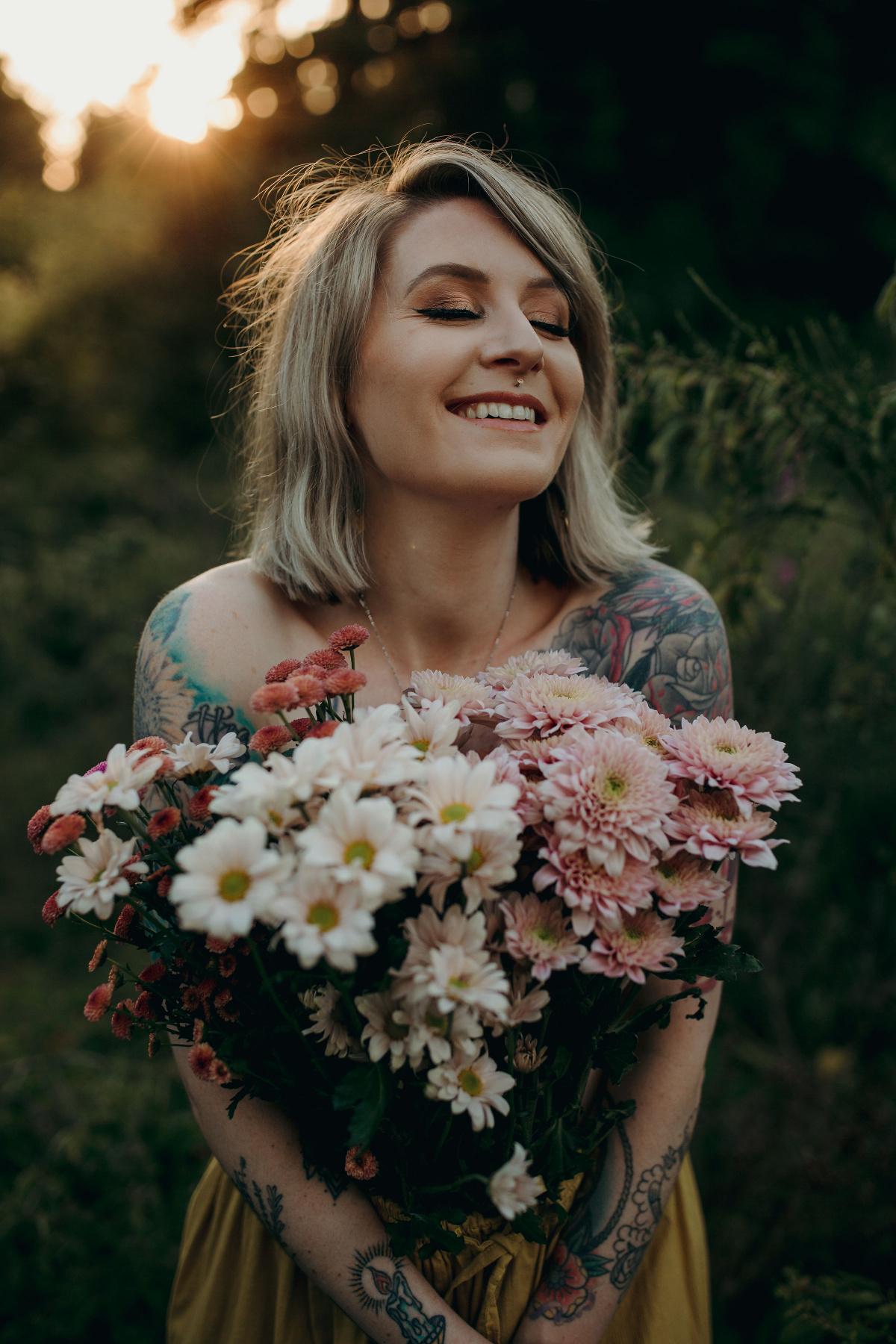 Jess Madsen holding a bouquet of flowers