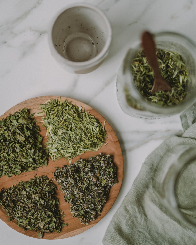 ingredients to make herbal pregnancy tea blend