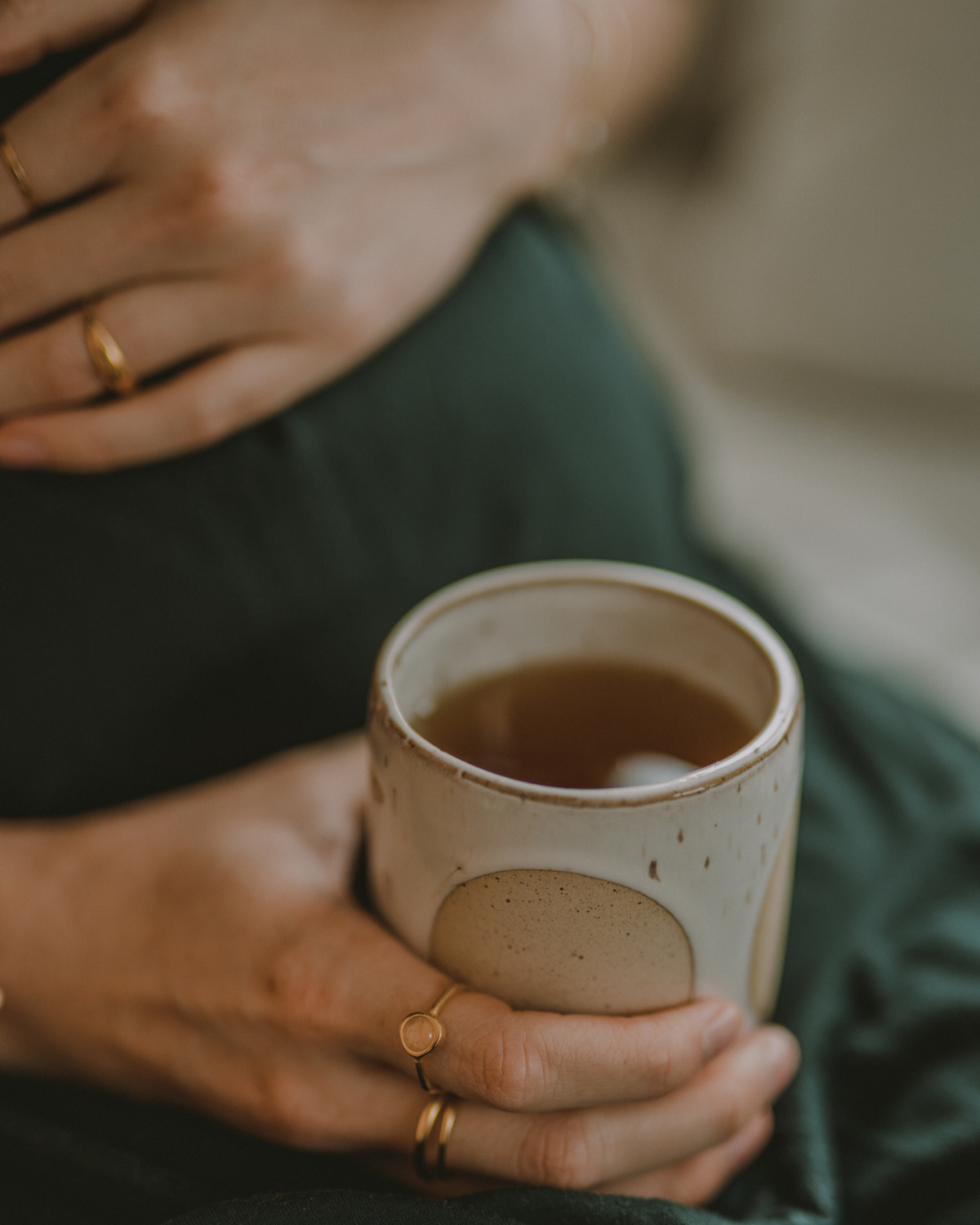 pregnant woman holding a cup of pregnancy tea